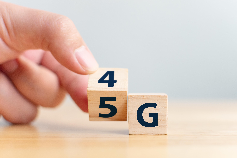 4Gから5Gに切り替わる積木の画像